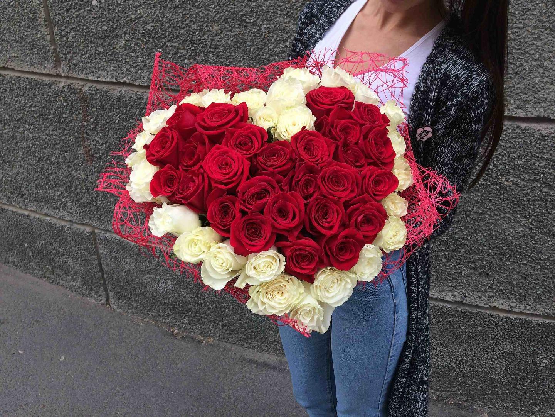 Букет из 51 роз с сердцем, рынок цветов